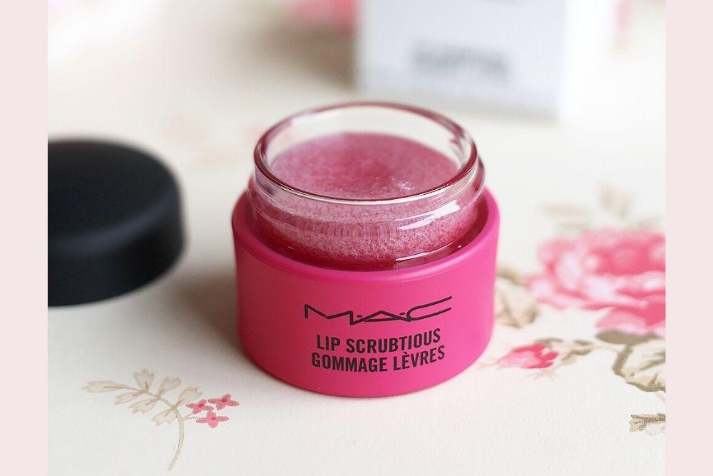 7 Rekomendasi Lip Scrub yang Bikin Bibir Kamu Lembap dan Sehat