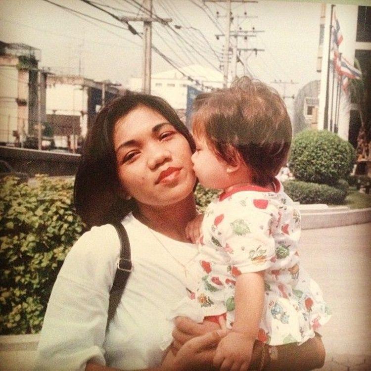 Bak Kakak Adik, 9 Potret Kompaknya Angela Gilsha dan Sang Mama