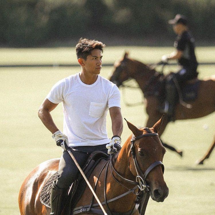9 Pesona Pangeran Abdul Mateen yang Bikin Perempuan Jatuh Hati