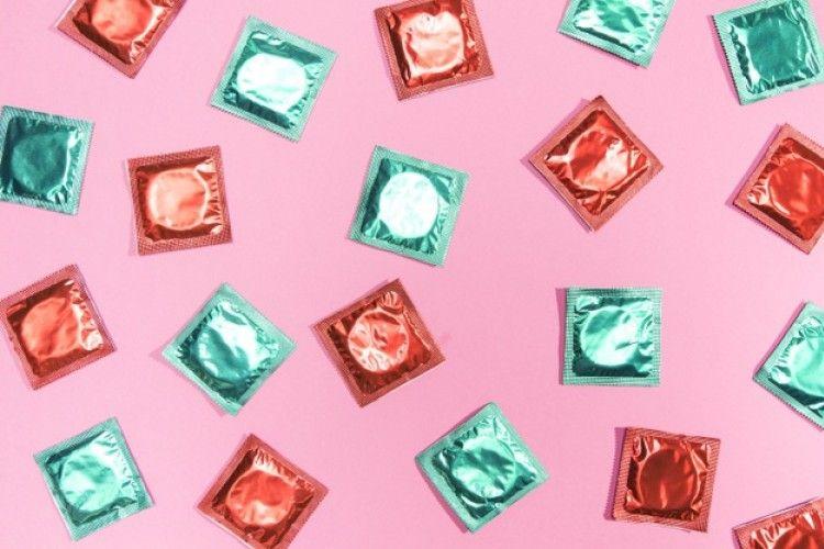 Oops! Ternyata Ini Alasan Kondom Bisa Robek Saat Berhubungan Seks