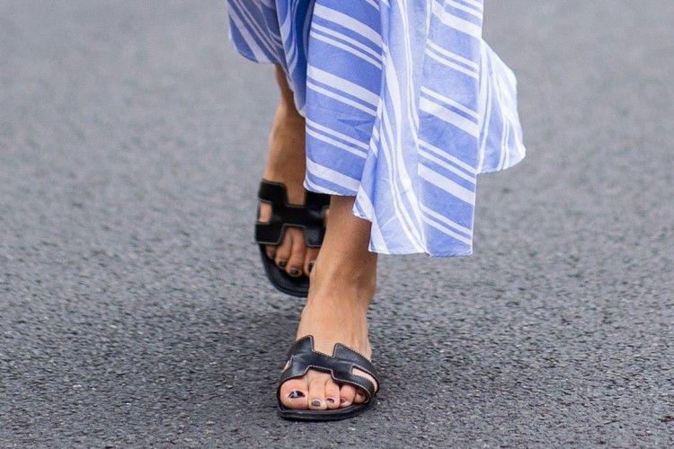 Tips Paling Mudah Mencuci Sandal Kulit