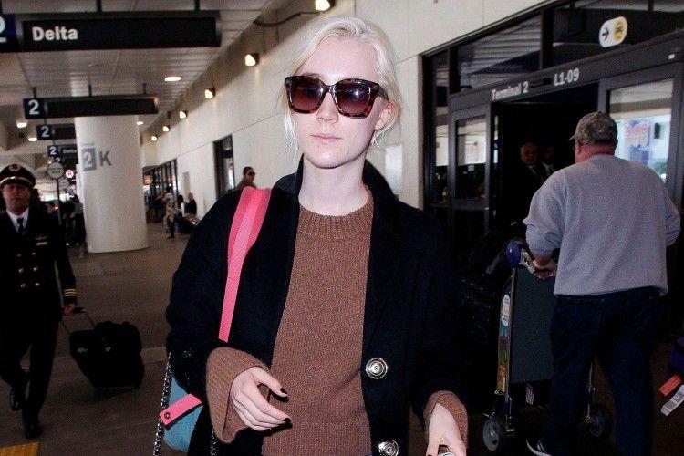 Tiru Gaya Keren nan Effortless Saoirse Ronan untuk Sehari-hari