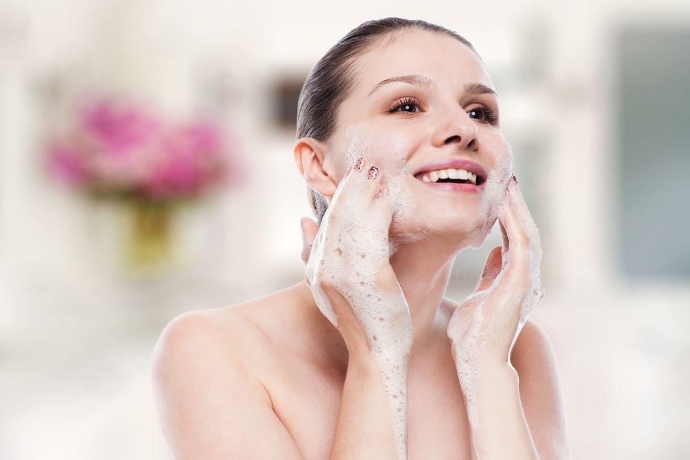 5 Tips Menggunakan Skincare untuk Kulit Berjerawat
