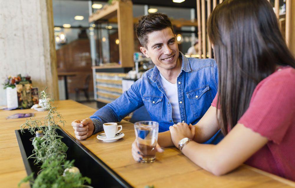 9 Ciri-ciri Mantan Pacar Masih Sayang Kamu