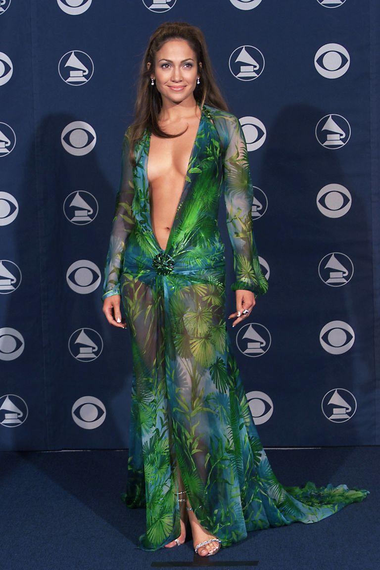 Deretan Gaya Berani Jennifer Lopez yang Hampir Telanjang di Red Carpet