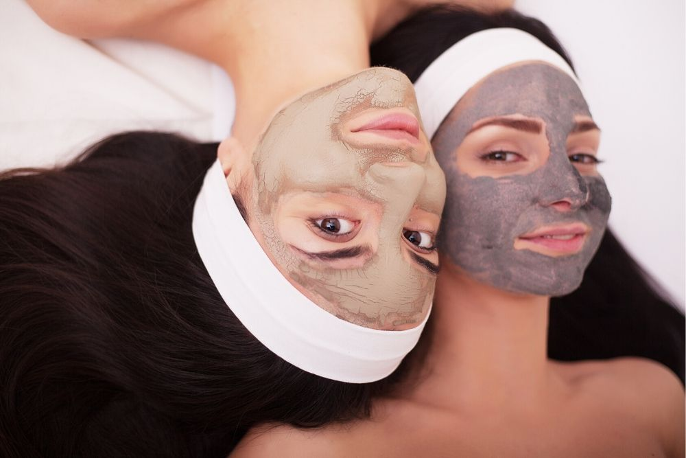 Benarkah Kebiasaan Menggunakan Masker Bikin Kulit Wajah Jadi Rusak?