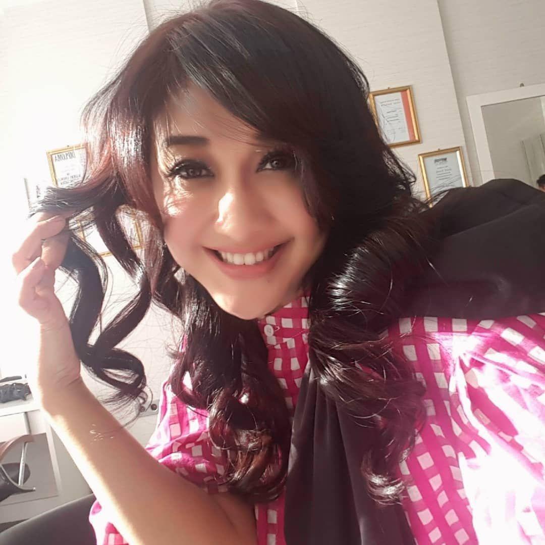 10 Gaya Cantik Artis yang Dinobatkan Sebagai Ratu Sinetron Indonesia