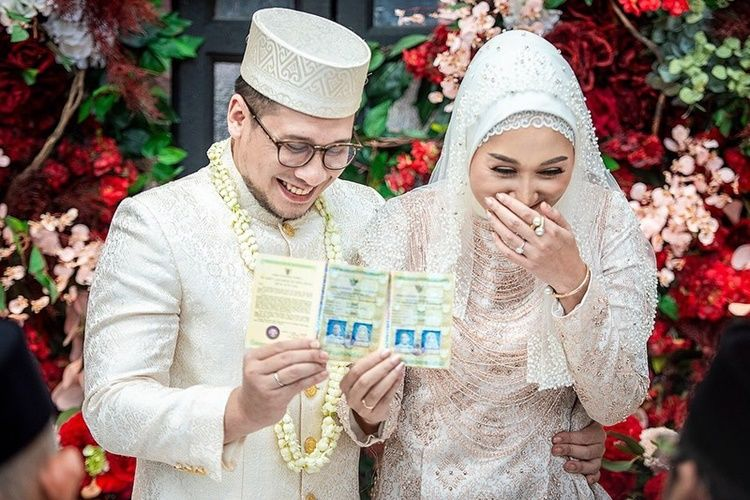 20 Pasangan Artis yang Jalani Ramadan Pertama Sebagai Suami Istri