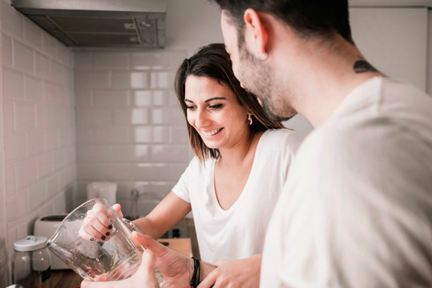 Bikin Happy! Coba 4 Kegiatan Ini Bareng Pasangan #dirumahaja