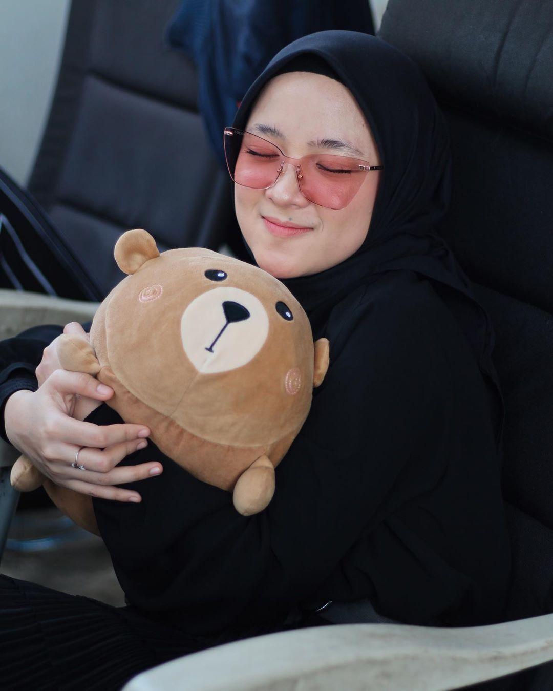 Gaya Hijab Nissa Sabyan yang Bisa Kamu Contek untuk OOTD Selanjutnya