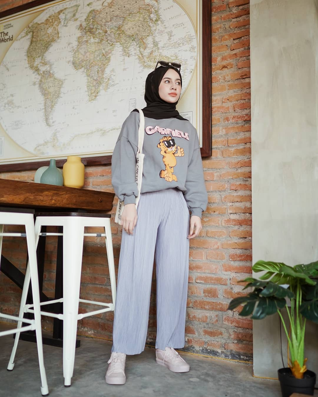 Tips Mix & Match OOTD Hijab Monokrom