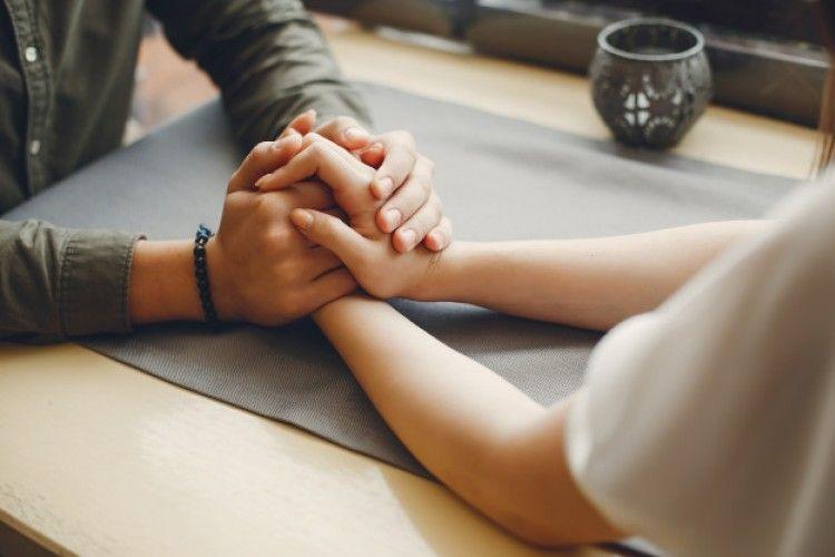 5 Tanda Kalau Kamu Hanya Menyukai Statusmu, Bukan Hubunganmu