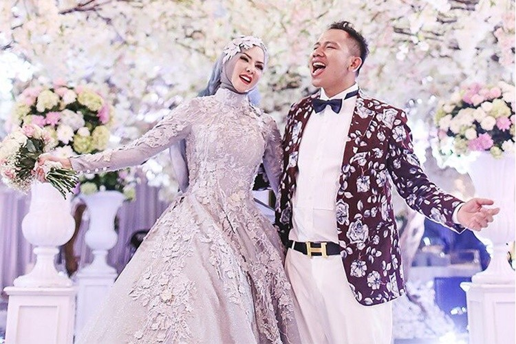 Gelar Pernikahan Mewah, 7 Pasangan Artis Ini Malah Berujung Cerai