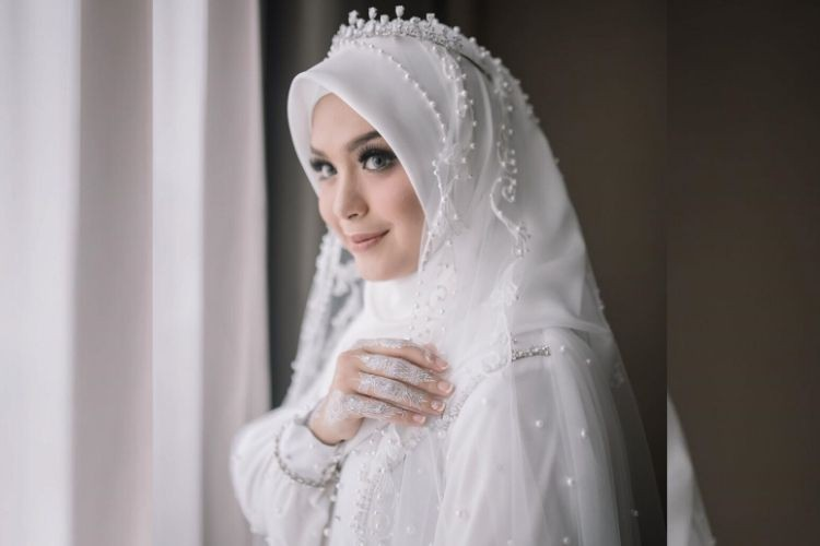 Cerita Dibalik Gaun Pengantin Putih Vebby Palwinta