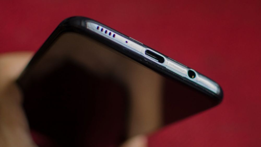 7 Mitos Nggak Benar Seputar Ponsel yang Masih Sering Kita Percaya