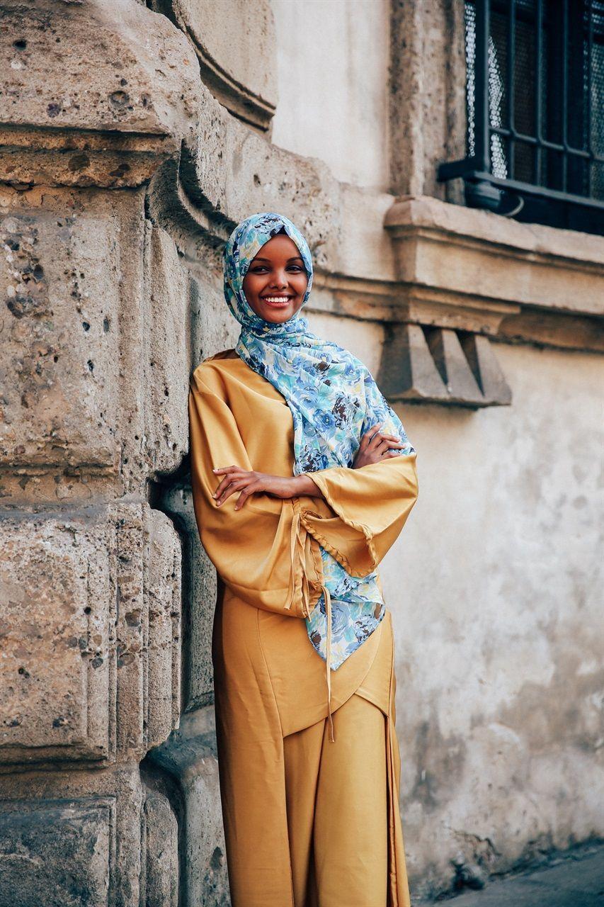 Gaya Keren Halima Aden, Bisa Jadi Inspirasi Hijab Selanjutnya!