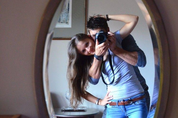 5 Hal 'Menggelikan' yang Cowok Lakukan Saat Jatuh Cinta