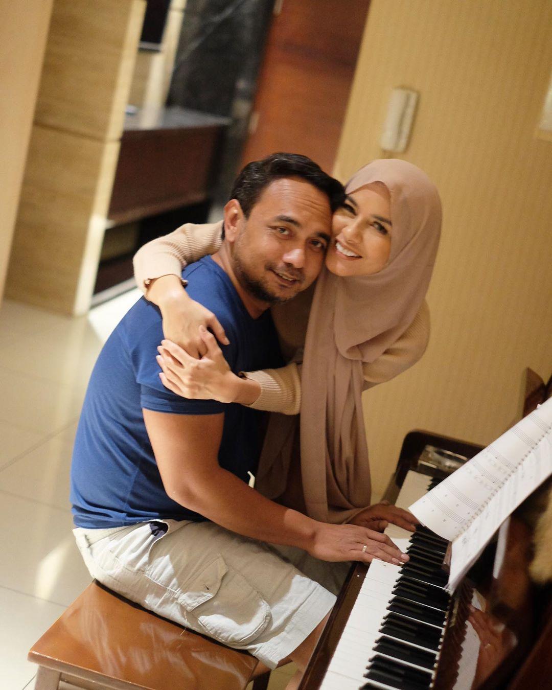 Sebelum Menikah, 9 Pasangan Seleb Ini Alami Kisah Cinta Putus Nyambung