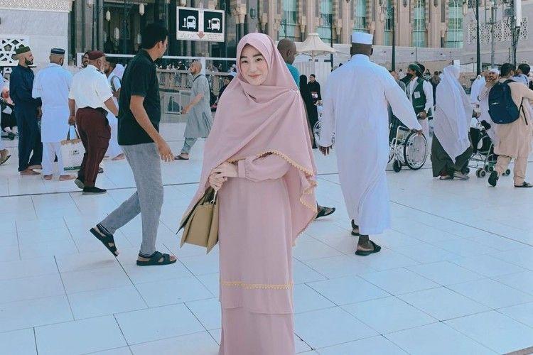 Tetap Tertutup dan Manis, Ini Tips Padu-padan Hijab Syar'i