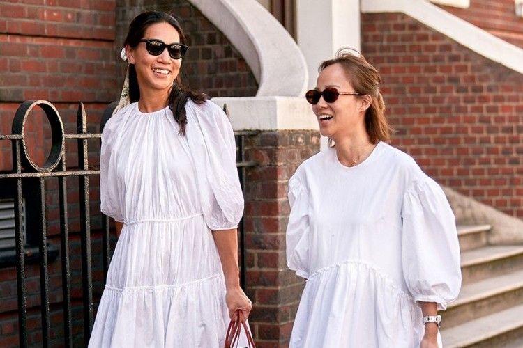 Upgrade Gaya Pakai Dress Putih dengan Mix & Match Ini