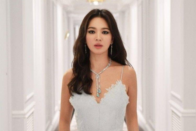 Hampir 40 Tahun, Intip Gaya Song Hye Kyo yang Gemar Berpakain Mini