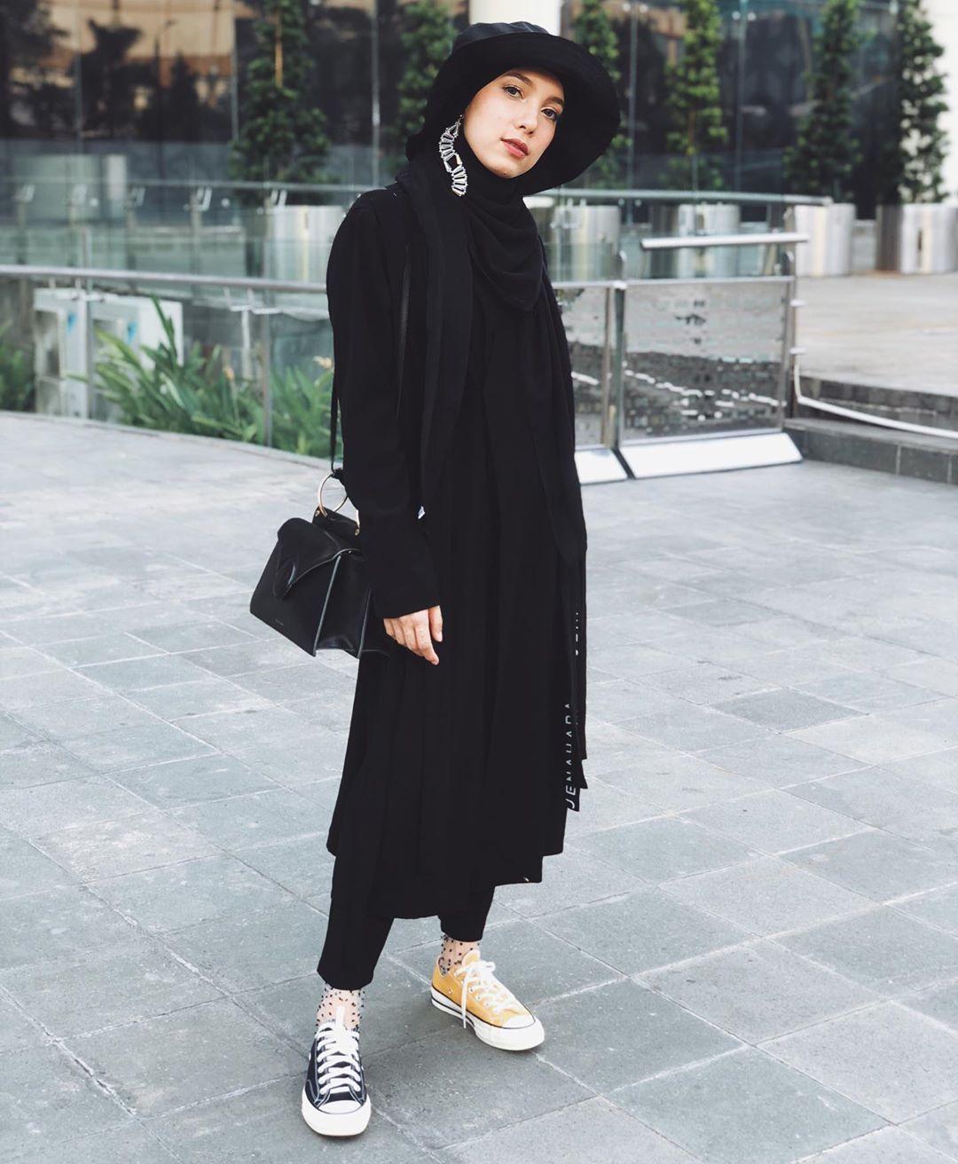 Kata Jenahara Nasution Soal Trend Hijab & Koleksi Serba Hitam