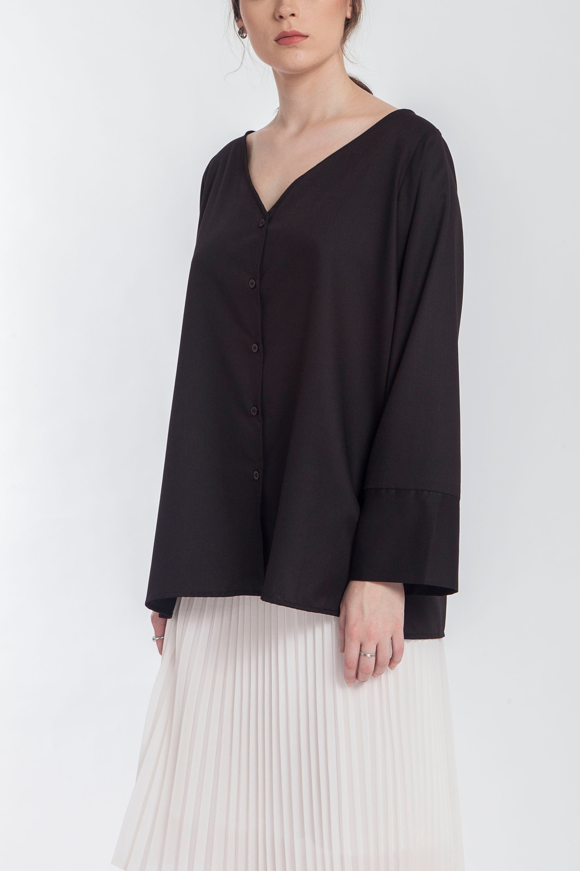 #PopbelaOOTD: Rekomendasi Baju Hitam Trendi untuk Outfit di Rumah Aja