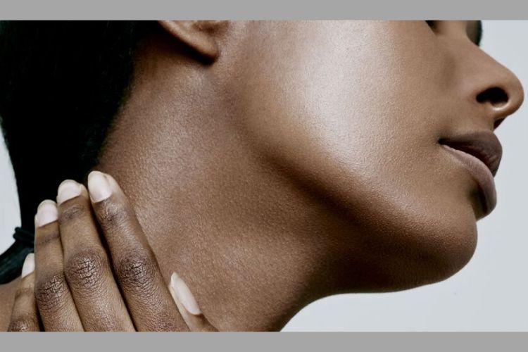 7 Tips Merawat Leher Supaya Mulus dan Awet Muda