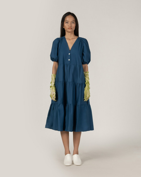#PopbelaOOTD: Saatnya Investasikan Midi Dress dari Brand Lokal