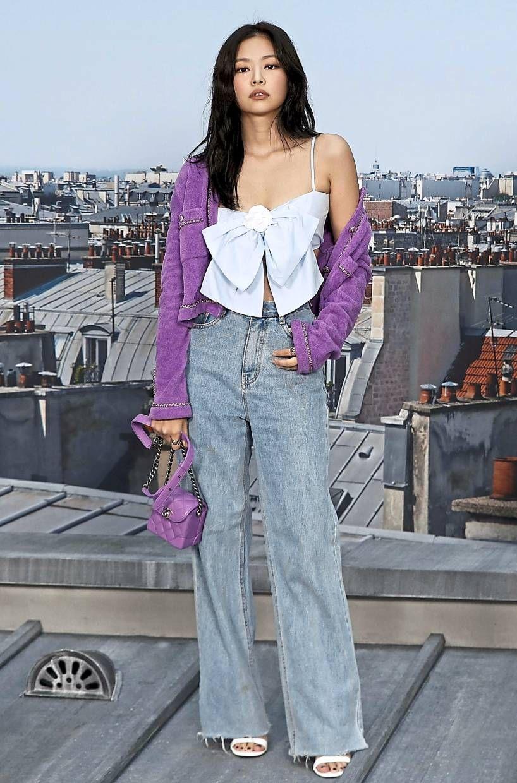 Gaya Jennie BLACKPINK Pakai Celana Jeans, Super Chic!