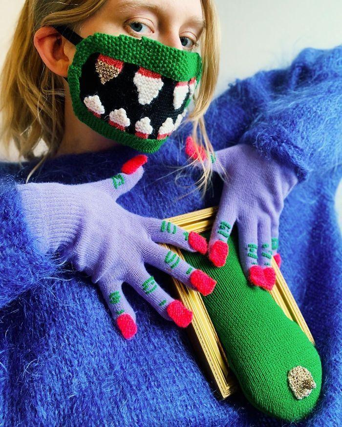 Tampil Beda dengan 7 Masker Artistik yang Anti Mainstream