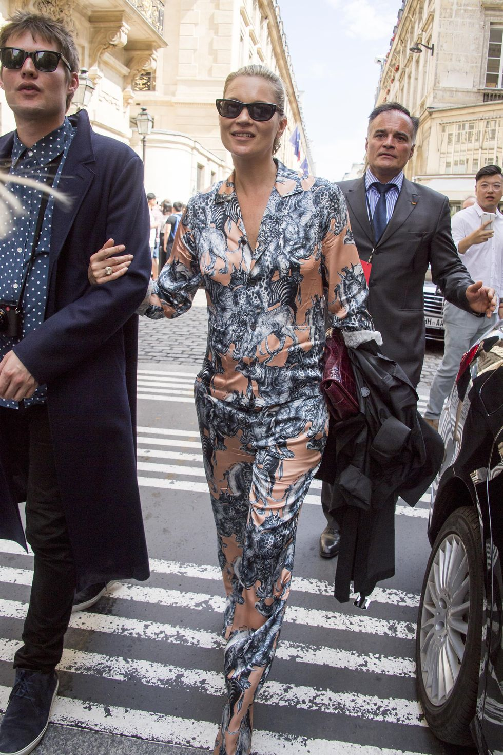 Intip Gaya Street Style Kate Moss, Selalu Statement!