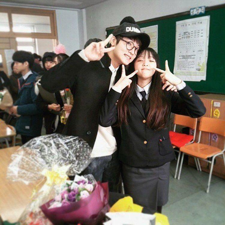 9 Potret Manis Yena 'IZ*ONE' dan Aktor Choi Sungmin, Sibling Goals!