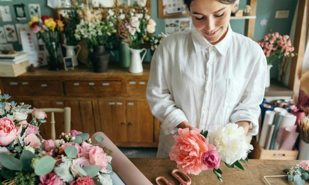 Tetap Segar, Ini 5 Tips Merangkai Bunga untuk Dekorasi Lebaran