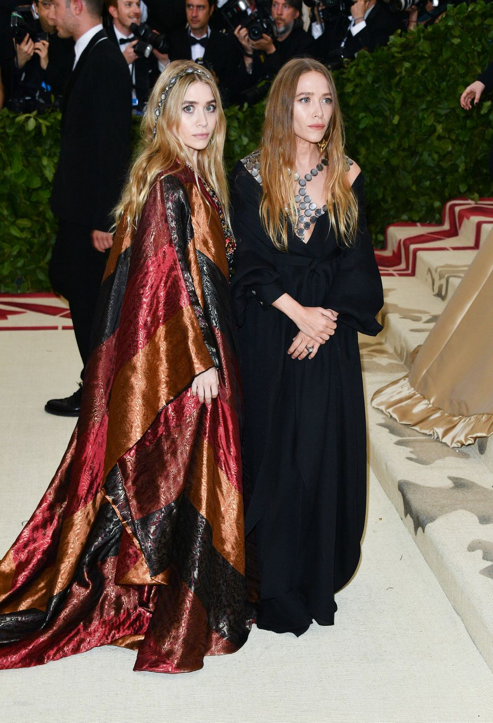 Gaya Effortless Mary-Kate dan Ashley Olsen yang Tetap Stunning!