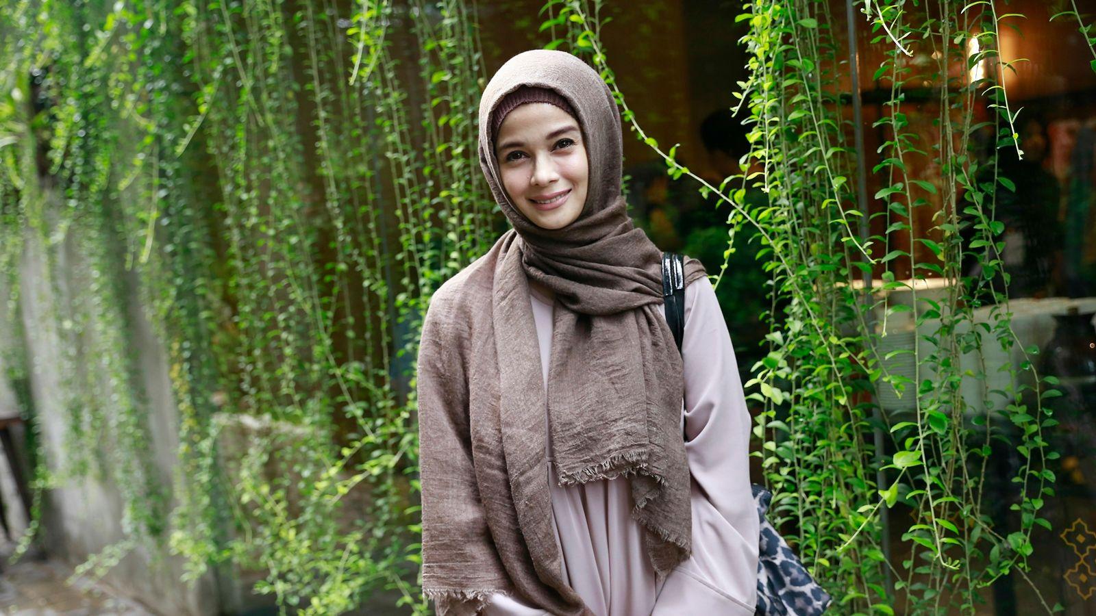 Gaya Hijrah Artis Indonesia yang Memilih Tinggalkan Dunia Hiburan