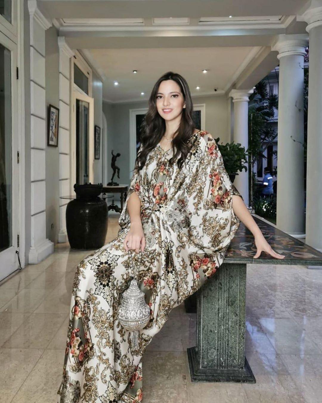 7 Artis Cewek Indonesia yang Terkenal Hobi Belanja Barang Mewah