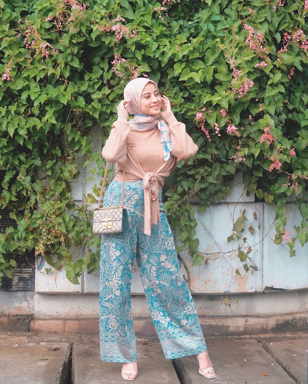 Ikut 30 Days Hijab Look Challenge, Ini Gaya Kerudung Awkarin
