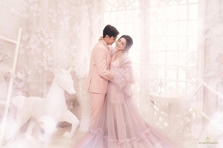 7 Foto Pre-Wedding Hito Caesar dan Felicya Angelista, Bak Dunia Peri!