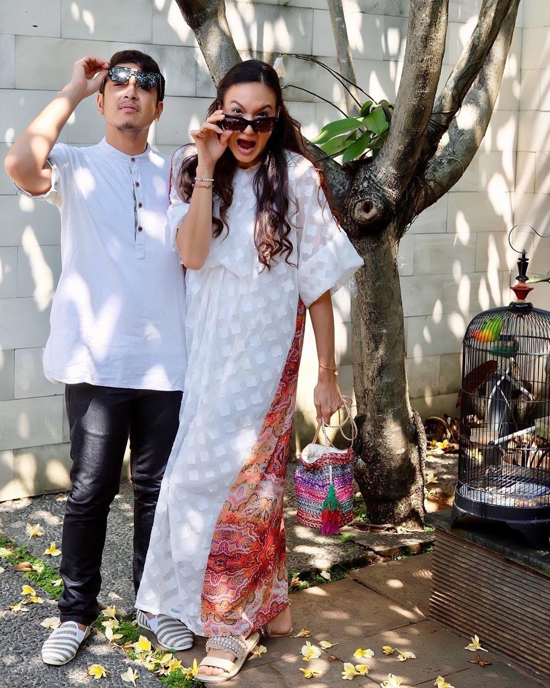 Inspirasi OOTD Baju Lebaran di Rumah Aja dari Artis Indonesia