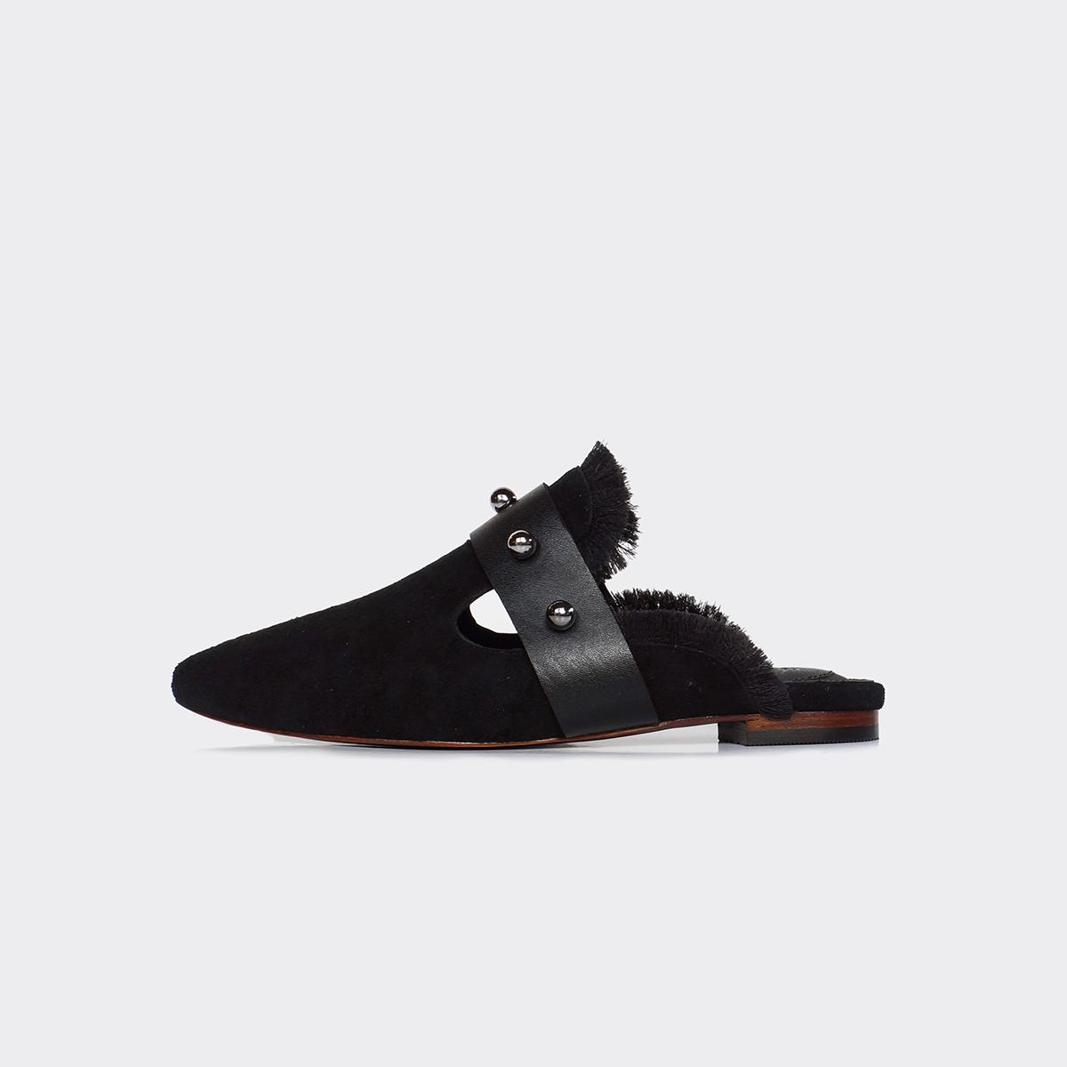 #PopbelaOOTD: Rekomendasi Sepatu Lebaran di Rumah dari Brand Lokal