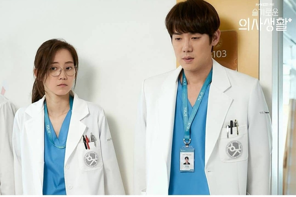 9 Pesona Yoo Yeon Seok Hospital Playlist Bikin Perempuan Jatuh Hati