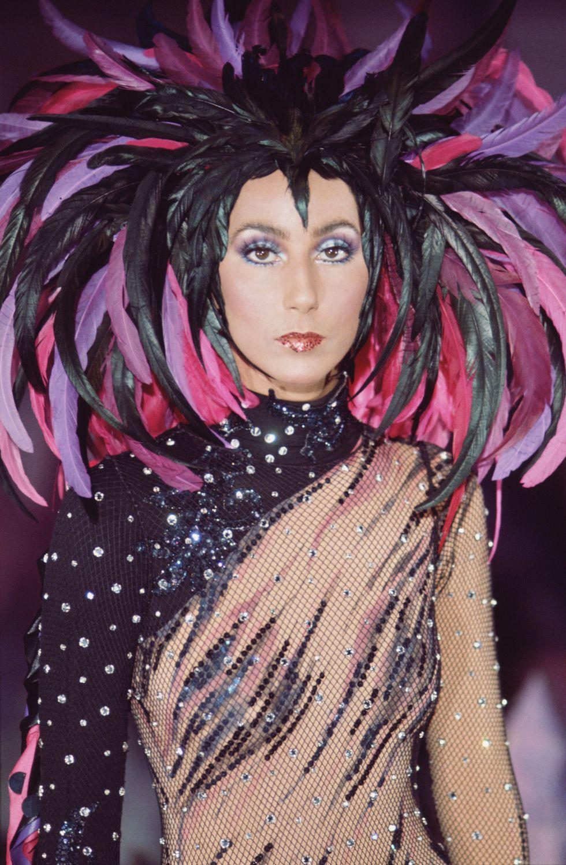 Menginjak 74 Tahun, Ini Gaya Seksi Cher Sepanjang Masa