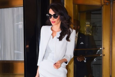 Contek Gaya Amal Clooney OOTD a La Wanita Karir Tajir Melintir