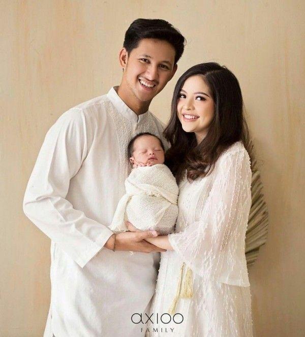 Inspirasi Busana Lebaran untuk Foto Keluarga oleh Artis Indonesia