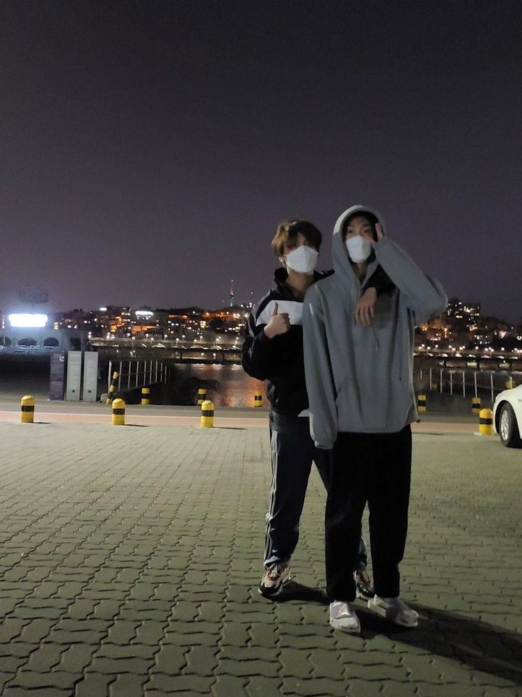 10 Bukti Kedekatan Doyoung dan Haechan 'NCT' yang Bak Saudara Kandung