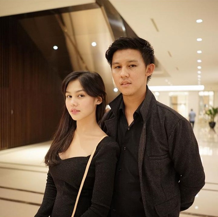 Kakak Penyayang, 9 Aktor Ini Dekat Banget dengan Adik Perempuannya