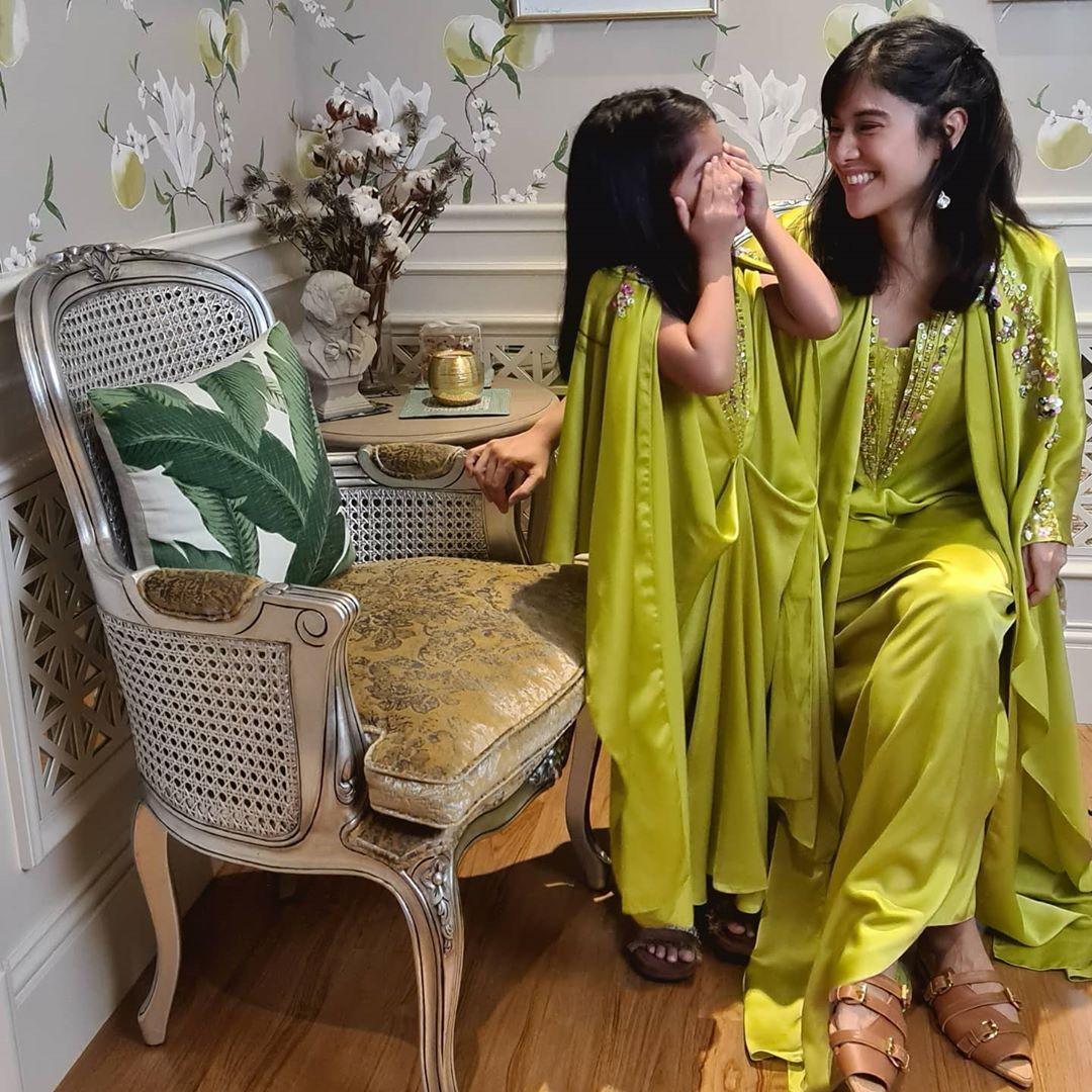 7 Baju Pilihan Artis Indonesia saat Rayakan Lebaran di Rumah Aja