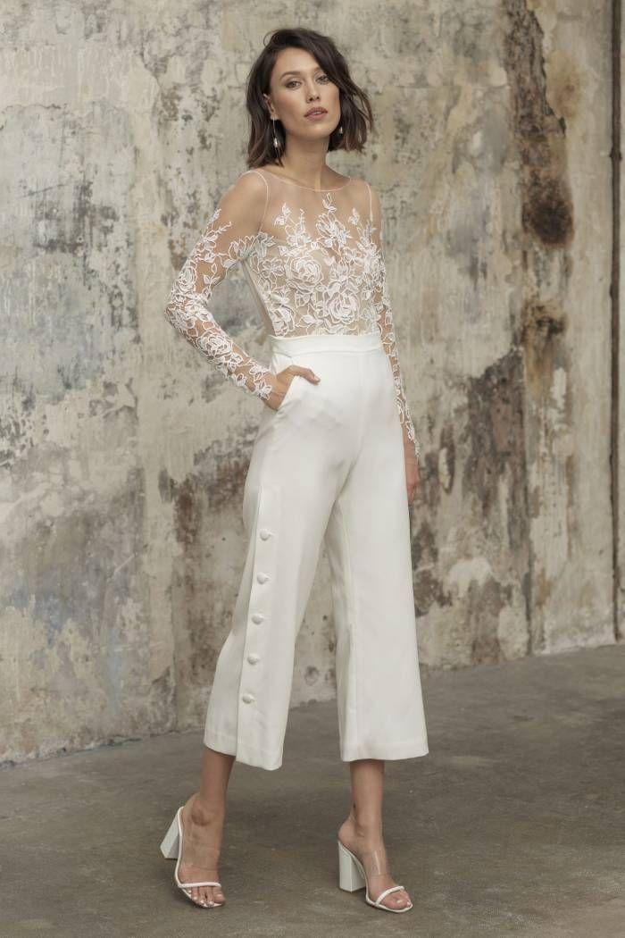 10 Inspirasi Baju Tunangan Warna Putih yang Sederhana dan Elegan
