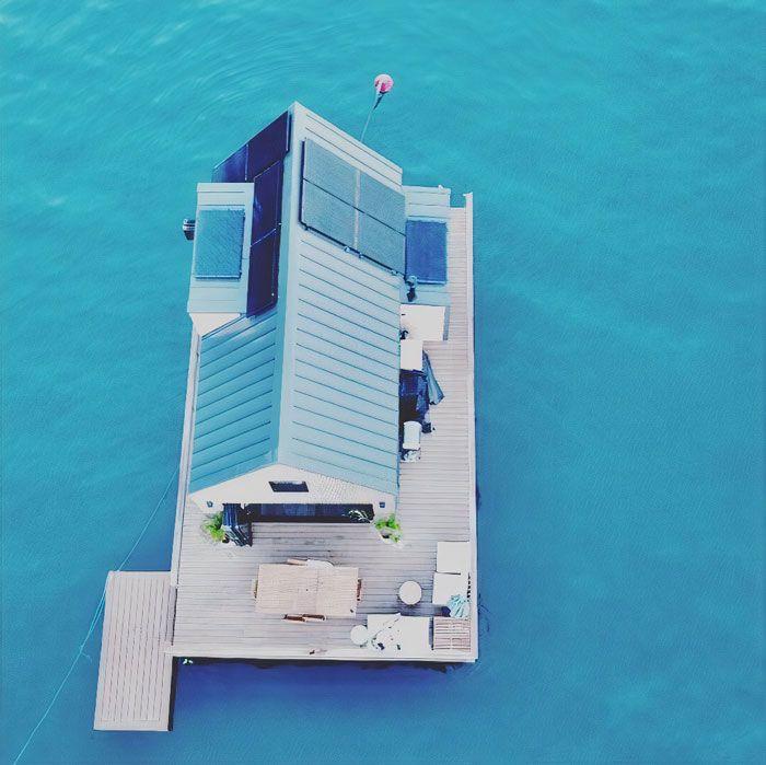1. Rumah dua lantai ini 100% menggunakan tenaga surya